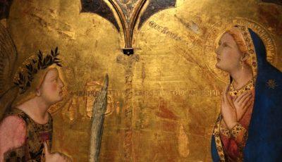 """Ambrogio Lorenzetti Annunciazione"""" 1344. Tempera and gold on board, 122×137 cm, Pinacoteca Nazionale, Siena"""