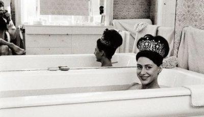 princess-margaret-wearing-her-wedding-tiara-in-the-bath-1962